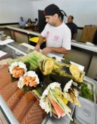 ブラジルで手巻き寿司が「テマキ」として流行…クリームチーズとサーモンの「テマキ」丸揚げも