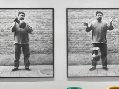 """「ホームセンターで売ってる普通の壺だと思った」 … ドミニカ人の男性、""""漢の時代の壺""""に再着色を施した中国現代美術家の作品を、警備員の前でぶん投げて叩き割る (画像)"""