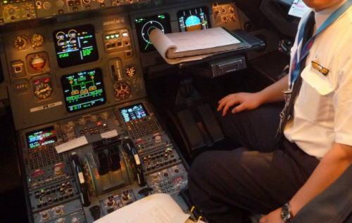 ANAボーイング777型機の現役機長、JALのフェイスブックで暴言「倒産して税金でやってる会社…調子乗ってんじゃねえよ!」 → ANA広報室「調査を行い、適切に対処したい」