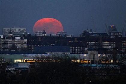 今日の満月は『ハニームーン』 数十年に1度の美しさ、または禍々しさ … 次回は2098年の6月