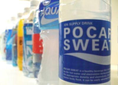 """今からの季節、""""ペットボトル症候群""""に注意 … 水代わりに清涼飲料水を飲むことで、知らず知らずのうちに過剰な糖分を摂取 → 急性糖尿病で昏睡状態に陥ることも"""