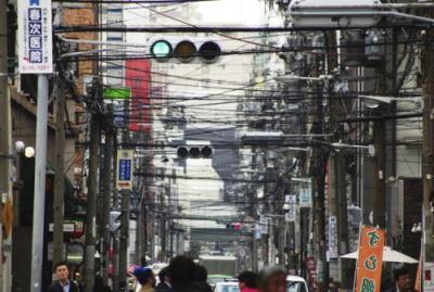 国内の電柱を全て「無電柱化」 民間プロジェクト発足 … 日本には約3500万本の電柱、毎年7万本のペースで増加中