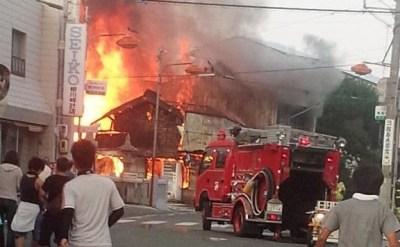 小学生の男子児童、空き家に侵入して放火 → 隣接する空き家と民家あわせて3棟・計670平方mを全焼(画像) … 現場付近の他の2件の不審火についても火を付けたことを認める - 徳島