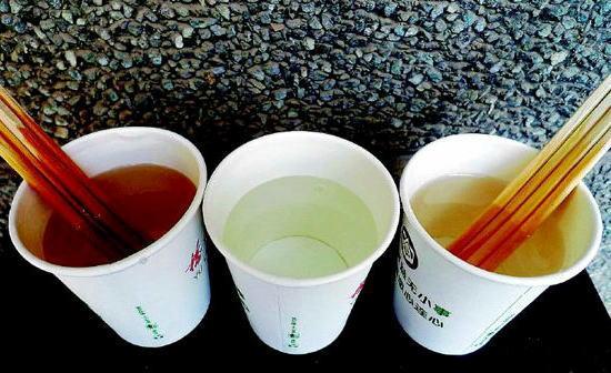 中国産の「割り箸」は危険、見栄え良くするため漂白剤などが大量に … 「割り箸を澄んだスープに入れたら、瞬く間に濁った」「水槽に入れたら金魚が死んだ」