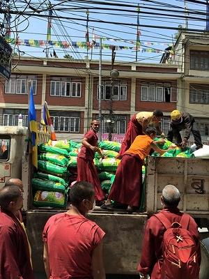 ネパール大地震 食料支援