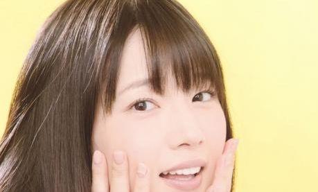 【悲報】声優・内田真礼たその指がなんかおかしいんだが・・・・・