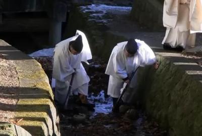 動物愛護団体「諏訪大社では毎年元旦にカエルを生贄に捧げている。生贄神事は変質者と同じだ」 … 全国動物ネットワーク、諏訪大社の蛙狩神事の廃止を求める