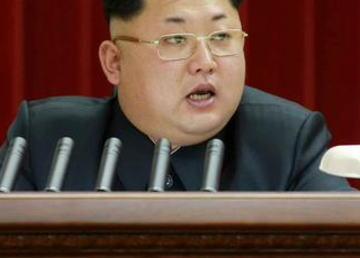 金正恩、新型の台形ヘアスタイルと小さくカットした眉毛を披露 … 無慈悲なヘアスタイルで全力で笑わせにくる (画像)