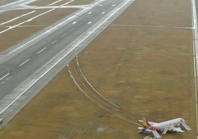 アシアナ機事故「人為的ミス」が有力 … アシアナ副社長「着陸可能な視界だった。進入角度が正常ではなかった」 マスコミ「広島空港の立地ガー視界ガー天候ガー」