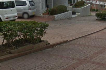 自転車に乗って下り坂を走っていた無職の男性(47)、道路の縁石に乗り上げ転倒→ 歩道の花壇に頭をぶつけ死亡 - 茨城・鹿嶋