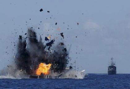 インドネシア、領海内で不法操業の中国漁船を拿捕、海上で爆破(画像) … 中国側は「建設的に漁業協力を推進し、中国企業の合法で正当な権益を保証するよう望んできた」と不満