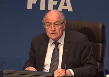 贈収賄事件に揺れるFIFA、ブラッター会長(79)が辞任を表明 … UEFAはFIFA撤退を画策、FBIが副会長ら14人を組織的不正の罪で起訴し、FIFAに対する国際的な批判が高まる