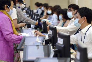 韓国のMERS感染者8人増加し95人、死者は7人に。感染者が未確認だった病院から4人の感染者、保健福祉部「今週がヤマ場になる」 … 隔離対象者となった韓国の医師夫婦、勝手に出国も