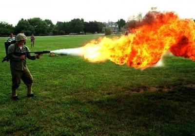 【動画あり】火炎放射器の威力が凄すぎてクソワロタwwwwwwwwwwwwwwww