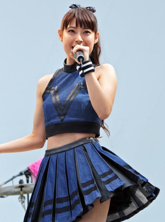 【動画あり】ソニー損保のCMで人気の女優、瀧本美織さんがミニスカへそ出しで熱唱wwwwwwwwwwww