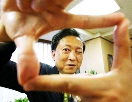 鳩山由紀夫元首相「土下座だけでは気が済まない。誠意をお見せしましょう」→ 韓国「鳩山は金持ちニダ。いくらくれるか楽しみニダ」→ 封筒に1万円札が3枚