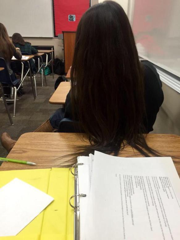【画像あり】前に座ってる女の髪の毛を勝手に切った結果wwwwwwwwwwwwwwwwww