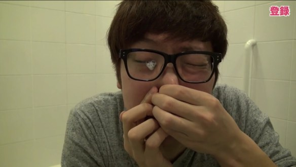 【閲覧注意】大人気YouTuberのヒカキン氏、目から牛乳を出すwwwwwwwwwwww(動画あり)