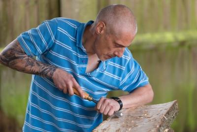 【木工DIY】二度塗り前のヤスリがけ面倒すぎ この際木目シールにしてもいい?
