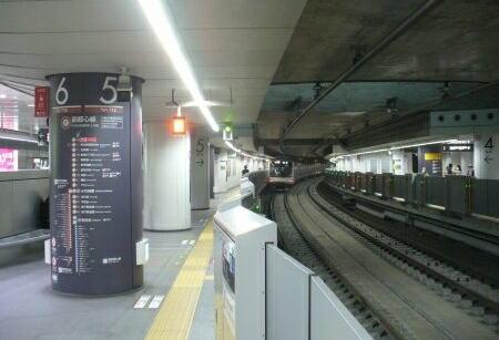 東急東横線が地下に潜り、継ぎ接ぎだらけの渋谷駅。利用者の「乗り換えが不便」の声に、東急電鉄「抜本的に改良します」 … 具体的に乗り換え所要時間はどう変わる?