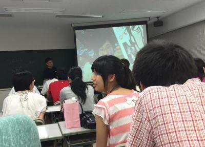 福岡教育大学の准教授が講義中、学生に「安倍は辞めろ!」とシュプレヒコールを練習させる … 大学は「教員及び教育の在り方の根幹にかかわる問題」として講義を停止、過去の授業を含め調査
