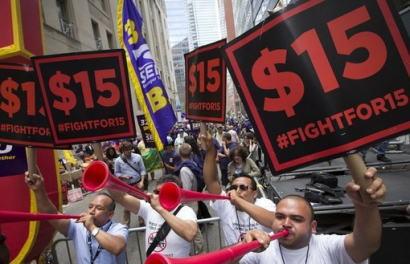 時給を1600円から1800円に引き上げたら失業率が改善? … アメリカで最低賃金を15ドルに引き上げる条例可決、賃上げによる失業率の増加懸念→ 失業率は施行前の6.5%から4.6%に改善