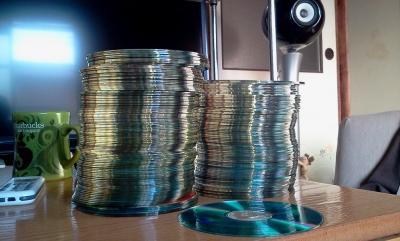 音楽を複製し生徒にCD-R計4800枚配ったカラオケ喫茶のジジイ(71)逮捕。これはジャスラックが正しいwwwwww