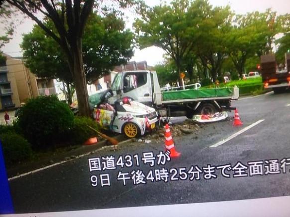 【悲報】ラブライブの痛車が交通事故で大破する