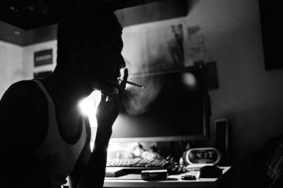 至福の一時、高音質ヘッドホン+煙草+ソファで寛いでるけど質問ある?