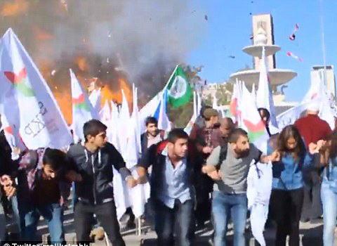 トルコの首都アンカラで2件の爆発、これまでに86人が死亡180人以上がケガ … トルコでは政府軍がクルド人武装組織に対して大規模軍事作戦→ 現場近くで左派団体などの反戦集会の最中