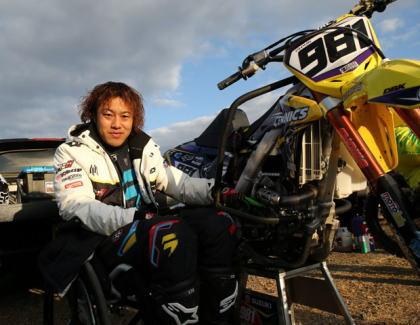 下半身が不自由なモトクロスのプロライダー戸田蔵人さん(35)、ジャンプ台から緩衝材に着地後に火が燃え移り死亡 … バイクと体を紐で結び付けていたため逃げ遅れる