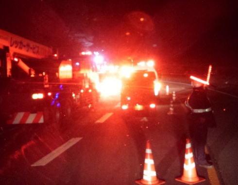 長野県軽井沢町の国道18号碓氷バイパスで、スキー客など乗客乗員39人を乗せたバスが道路から転落、2名が死亡9人が心肺停止、28人が病院に搬送