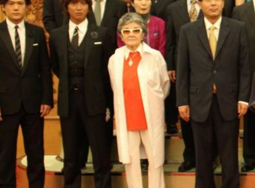 SMAP独立解散騒動、ジャニーズ副社長・メリー喜多川「飯島女史と4人の独立メンバーは絶対に芸能界で仕事をさせない」と激怒