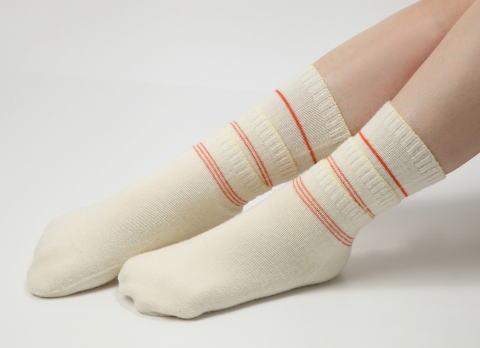 """足先の冷えとりのために、靴下を""""重ね履き""""するテクニック、冷え性さんの間でブームの「靴下4枚重ね履き」の方法とは"""