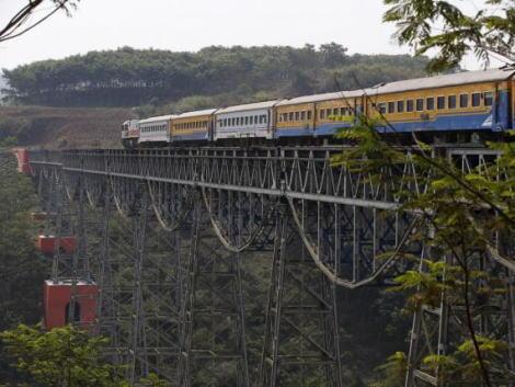 中国、インドネシア政府の財政負担ゼロを条件に採用された高速鉄道について、事業が失敗した際の保証をインドネシア政府に求める … 事業破綻した際には中国側に所有権を移すようにも求める