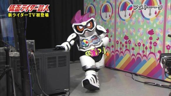 【画像】新しい仮面ライダーの実物がすごいwwww着ぐるみじゃねーかwwwwww