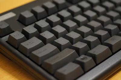プリメインアンプを縦置きして大丈夫?←うちのキーボードは縦置きダメだぞ←!!??