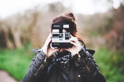 アナログ製品が空前の大ブーム? レコードプレーヤーやインスタントカメラが好評 デジタル世代に新しい驚き