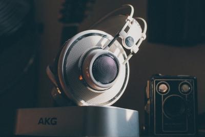 なんでたまに低音求めてるのにAKG買う奴いるんだろうな?