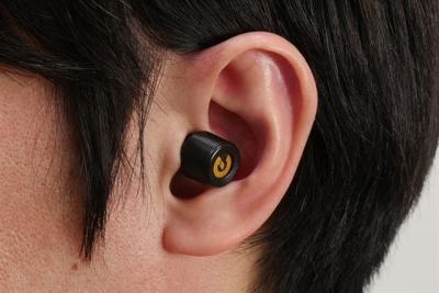 今大注目のケーブルが一切ない耳栓のようなワイヤレスイヤホン。実力はいかに?
