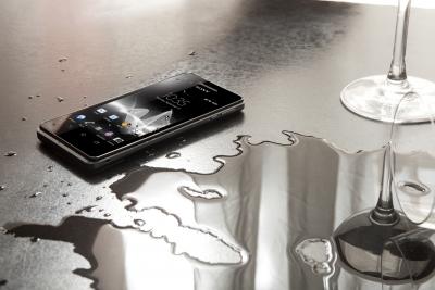 Walkmanに10万円のイヤホンを挿してはだめなのか?