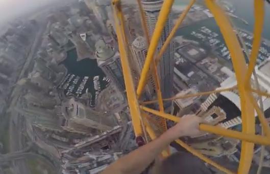 【玉ヒュン注意】 三度の飯より高所が好きな男、ドバイにある世界一の高い超高層マンションの建設途中部分を素手で登り、視点映像を発信(動画)