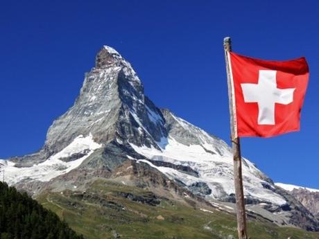 サヨク「スイスを見習おう」→ 外国人犯罪者の国外追放を強化する提案の是非が国民投票に … 可決されれば窃盗等の微罪でも犯罪外国人を強制送還する事に。国際法や条約との兼ね合いも