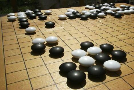 韓国の弁護士「この対戦はインチキ。相手の手を見てから次の一手を計算している」「グーグルは謝罪しろ」 … 韓国の囲碁棋士イ・セドル九段がgoogleの人工知能に2連敗し、謝罪を要求