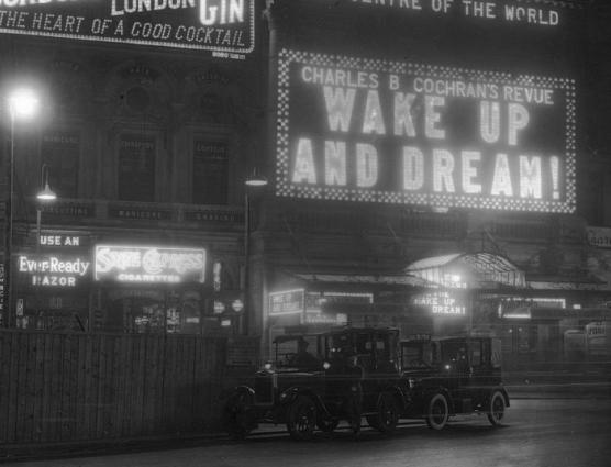 1928年(昭和4年)のロンドン、夜の街の風景をご覧下さい(画像)