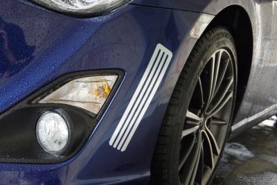 【オカルト】トヨタから貼るだけで車体の空力バランスを改善するアルミテープ が登場!!効果あるのかこれ?