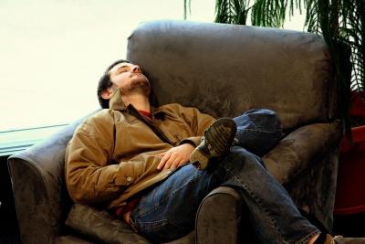 休日に電気屋のマッサージチェアで一日寝てる人見ると人生終わってんなって思うよね