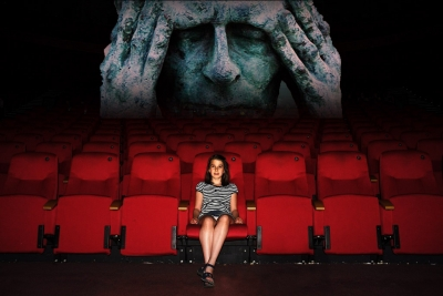 映画館「映画の音量が大きすぎる場合は、各自座る位置や耳栓で対応をお願いします」 だめだこりゃ