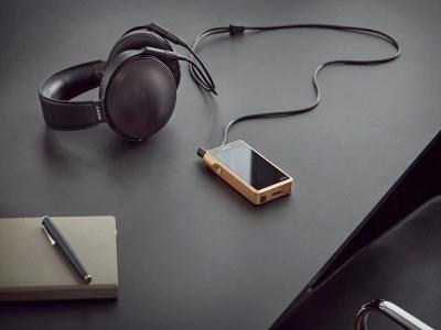 ソニーの高級路線 復活!!黄金に輝く38万円の高級ウォークマン 25万のヘッドフォン、23万のアンプ発表。順次発売