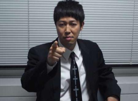 小籔千豊(42)「頭ごなしに『民主主義はサイコー』と思ってる人が多くて、『独裁はダメ』と思っている人が多い。一人の優秀な人を選んで一人で決める『ライト独裁』とかどうですか?」